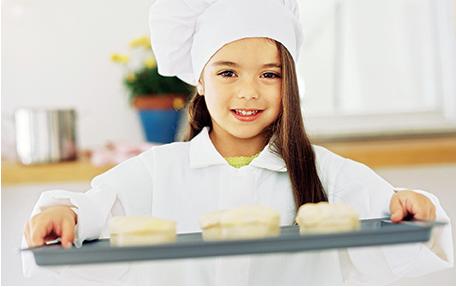 Enfant pâtissière